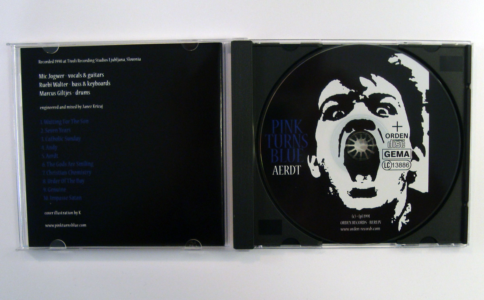 PINK TURNS BLUE - AERDT - CD album - opened